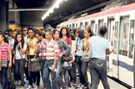 Metro usuarios Linea 2 feria Libro