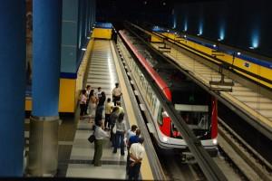 El Metro de Santo Domingo transporta un promedio de 100,000 pasajeros diariamente.