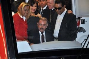 El presidente Medina mientras conduce la linea 2 del Metro de Santo Domingo