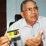 Leonel Carrasco mientras habla sobre la tarjeta metro o Tarjeta Viajero