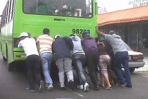 Deterioro. La OMSA cuenta con unos 205 autobuses reparados y unos 300 fuera de servicio, debido a que ya agotaron su vida útil.
