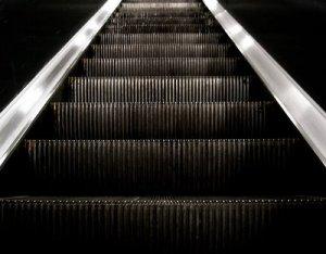 Muchas escaleras eléctricas están apagadas a causa de la falta de mantenimiento, lo mismo pasa con los ascensores.