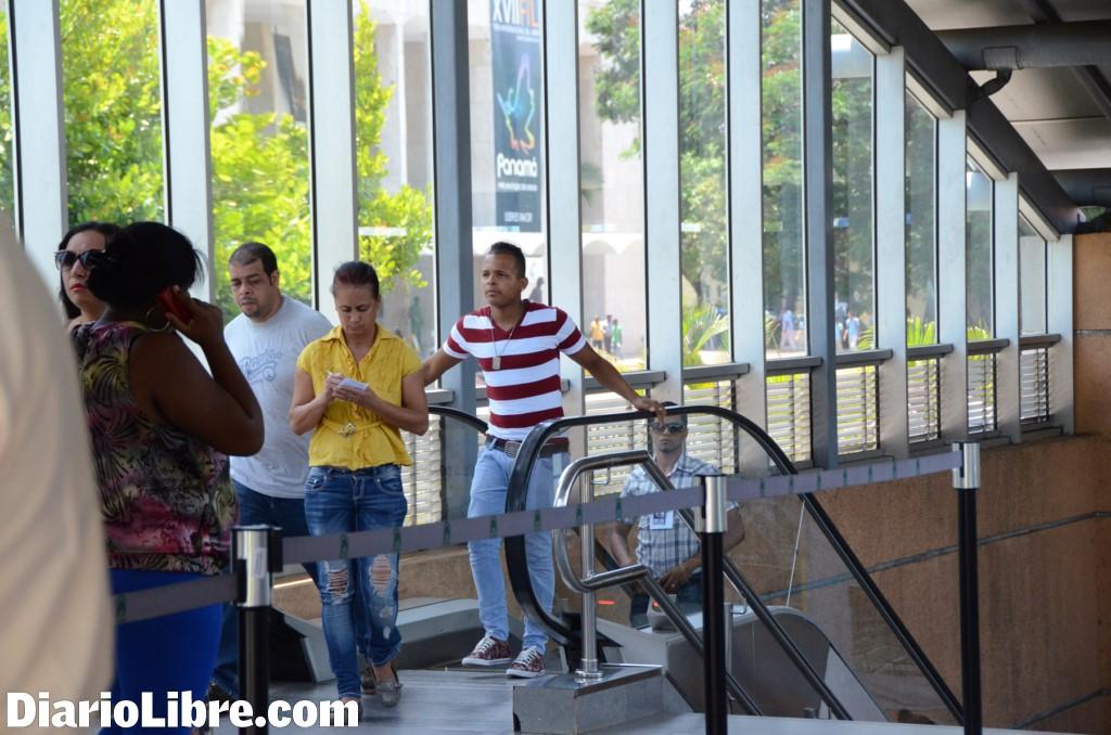 La opret repara las escaleras el ctricas del metro con for Escaleras dielectricas precios