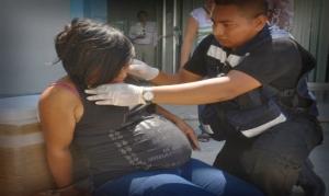 Juana Cándida Pérez, embarazada de cinco meses, recibió un culatazo con una escopeta por parte de un raso de la Policía de apellido Valenzuela.
